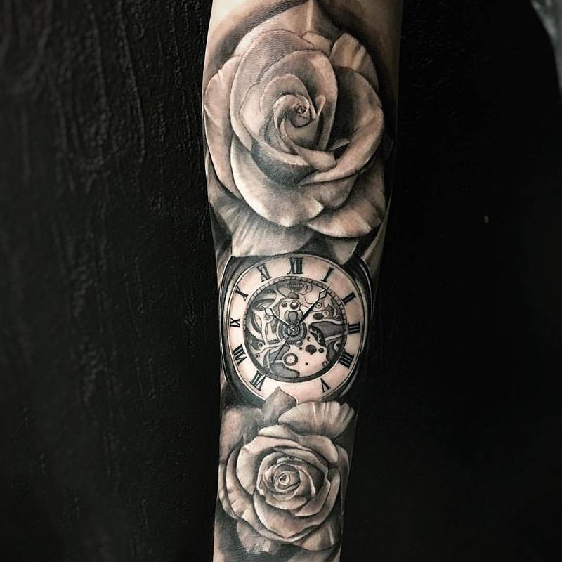 狄先生小臂写实玫瑰钟表纹身图案