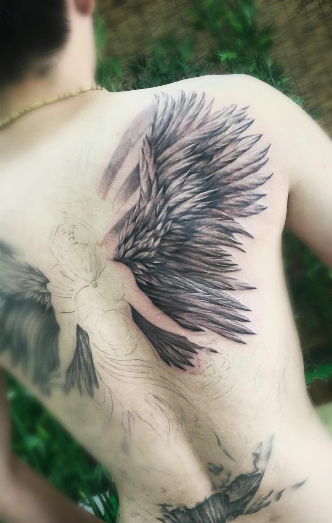 满背堕落天使纹身图案