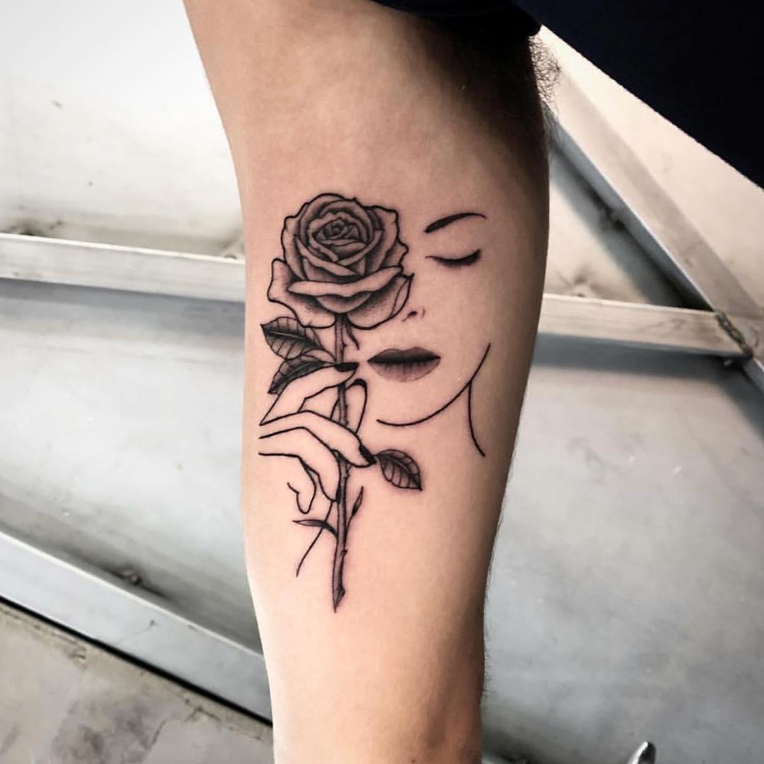 大臂简单线条美女玫瑰纹身图案图片